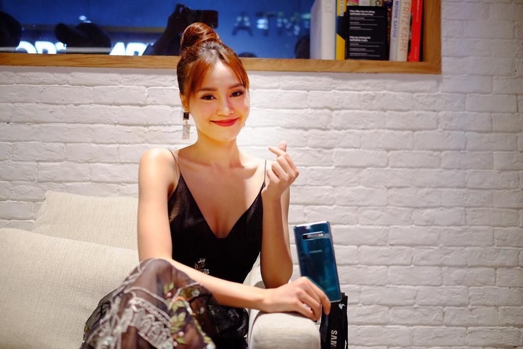 Dong Nhi, PewPew hao hung trai nghiem cong nghe tai Samsung Showcase hinh anh 5