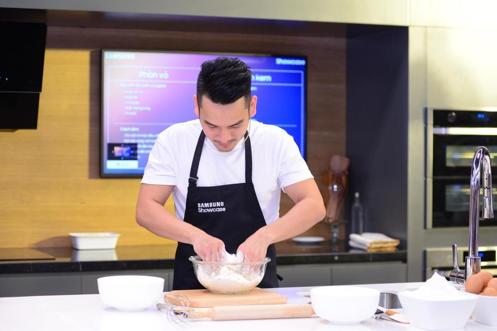 Chef Si Toan tro tai lam banh tai bep thong minh cua Samsung Showcase hinh anh 3