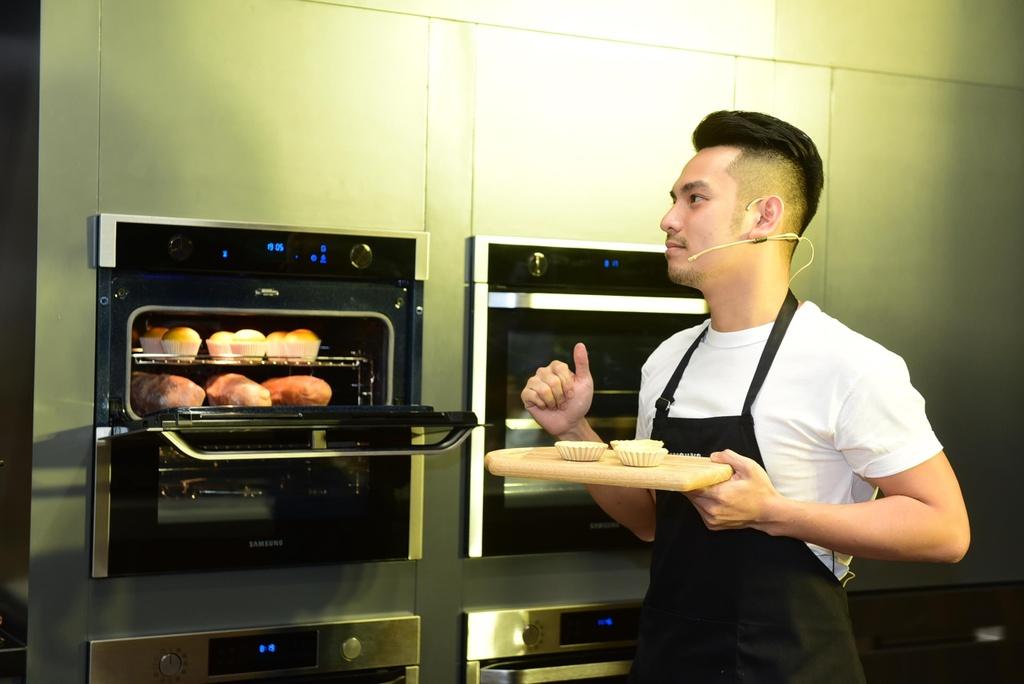 Chef Si Toan tro tai lam banh tai bep thong minh cua Samsung Showcase hinh anh 4