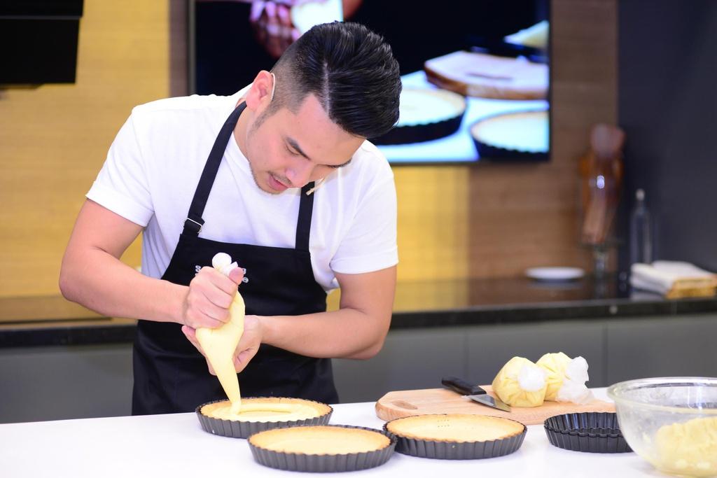 Chef Si Toan tro tai lam banh tai bep thong minh cua Samsung Showcase hinh anh 5