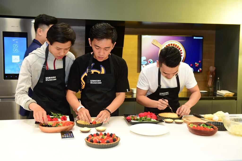 Chef Si Toan tro tai lam banh tai bep thong minh cua Samsung Showcase hinh anh 6