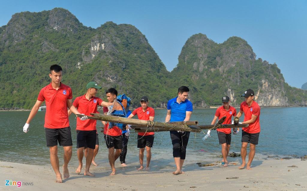 Bau Tam va CLB Quang Ninh doi nang don rac bai bien hinh anh 4