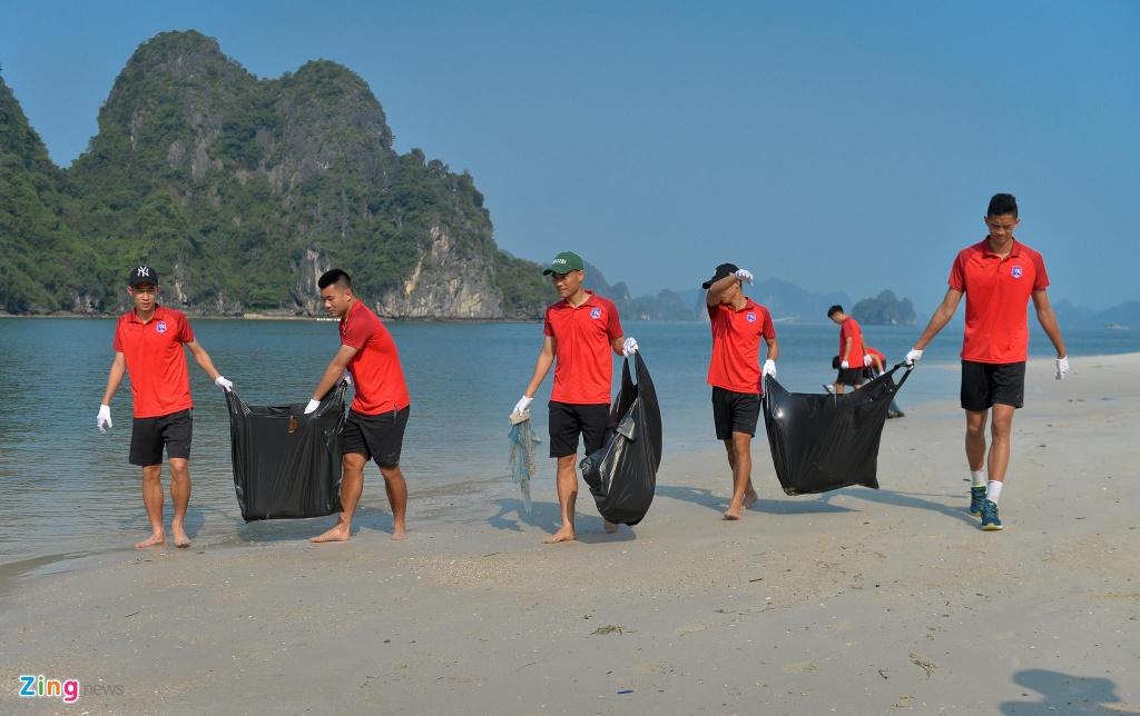 Bau Tam va CLB Quang Ninh doi nang don rac bai bien hinh anh 7