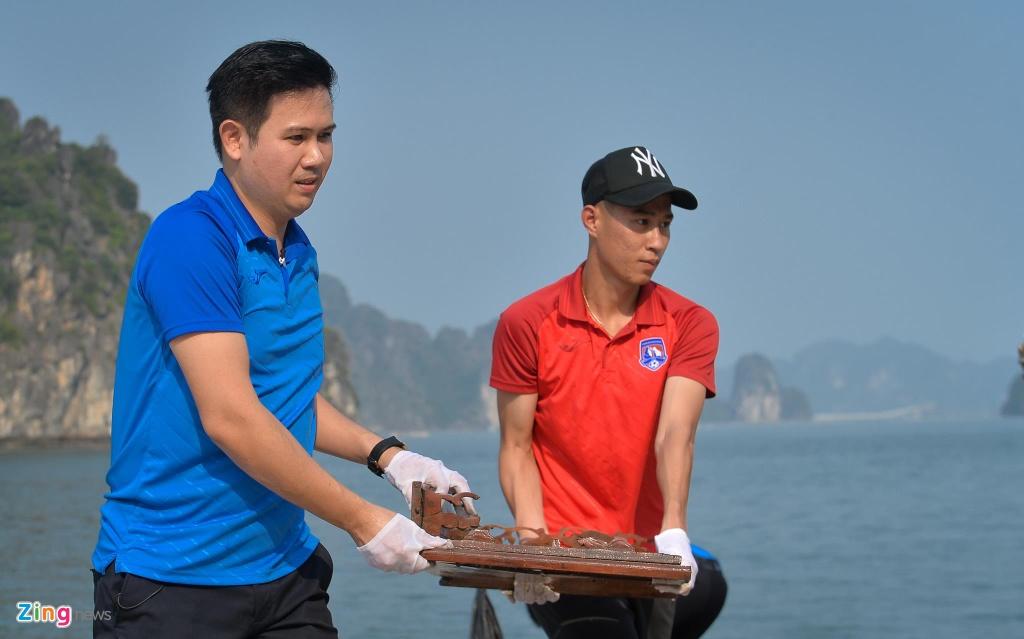 Bau Tam va CLB Quang Ninh doi nang don rac bai bien hinh anh 2