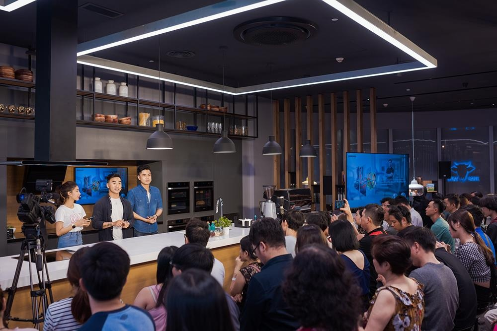 fitness,  Samsung Showcase,  tu lanh RS5000 anh 3