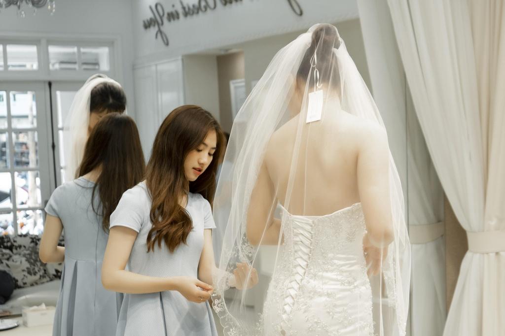 Vay cuoi haute couture khong con la giac mo xa voi voi co dau Viet Nam hinh anh 5