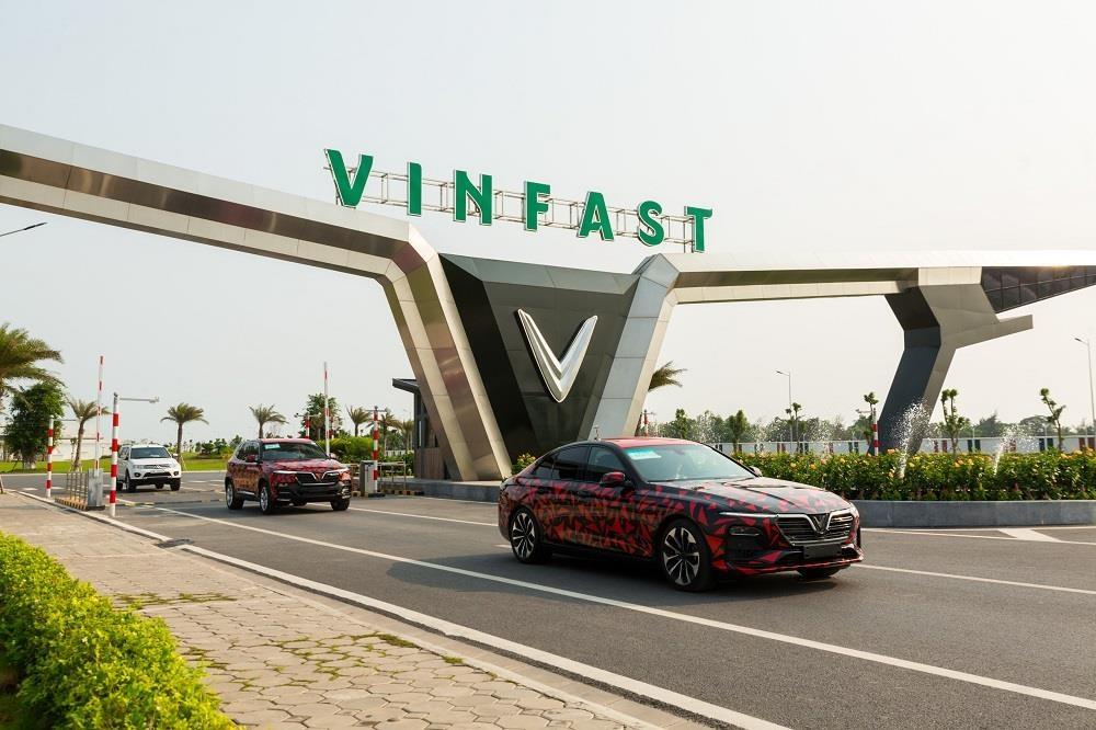 Nhin lai hanh trinh 6.000 km chay thu xuyen Viet cua VinFast Lux hinh anh 1