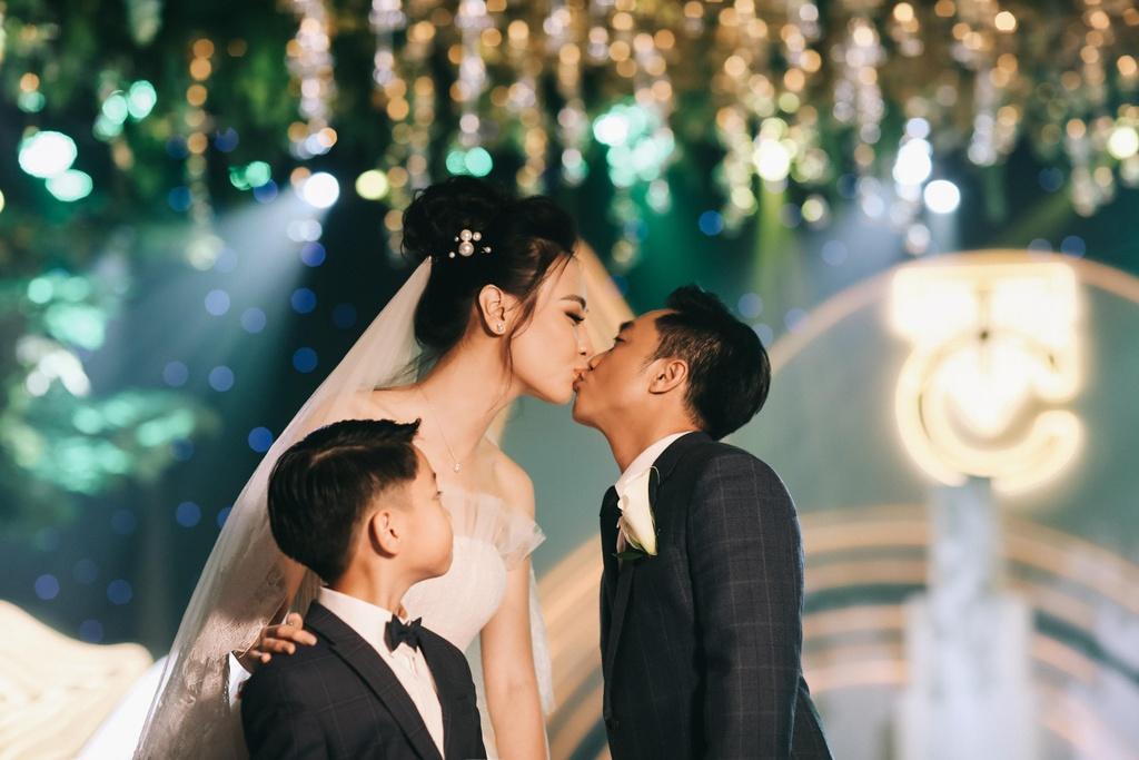 Cong nghe trinh chieu hien dai gay an tuong tai dam cuoi Cuong Do La hinh anh 11