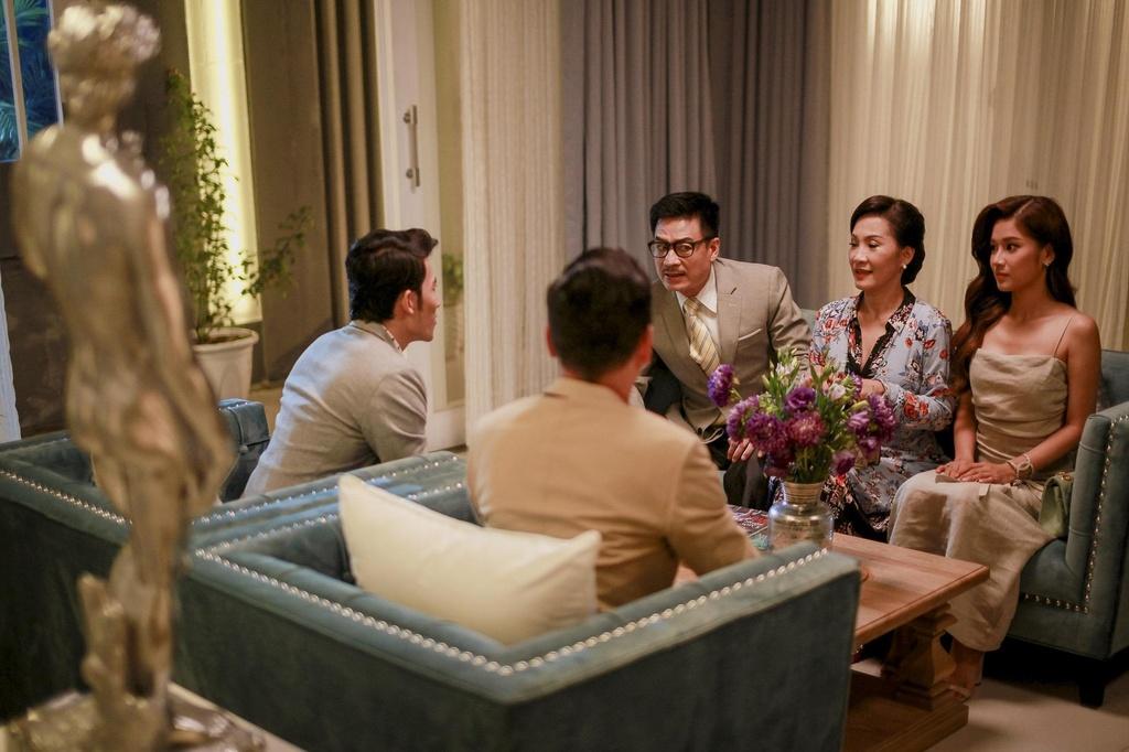 Hoang Yen Chibi tuyen bo co bau trong trailer 'Ngoi nha buom buom' hinh anh 2