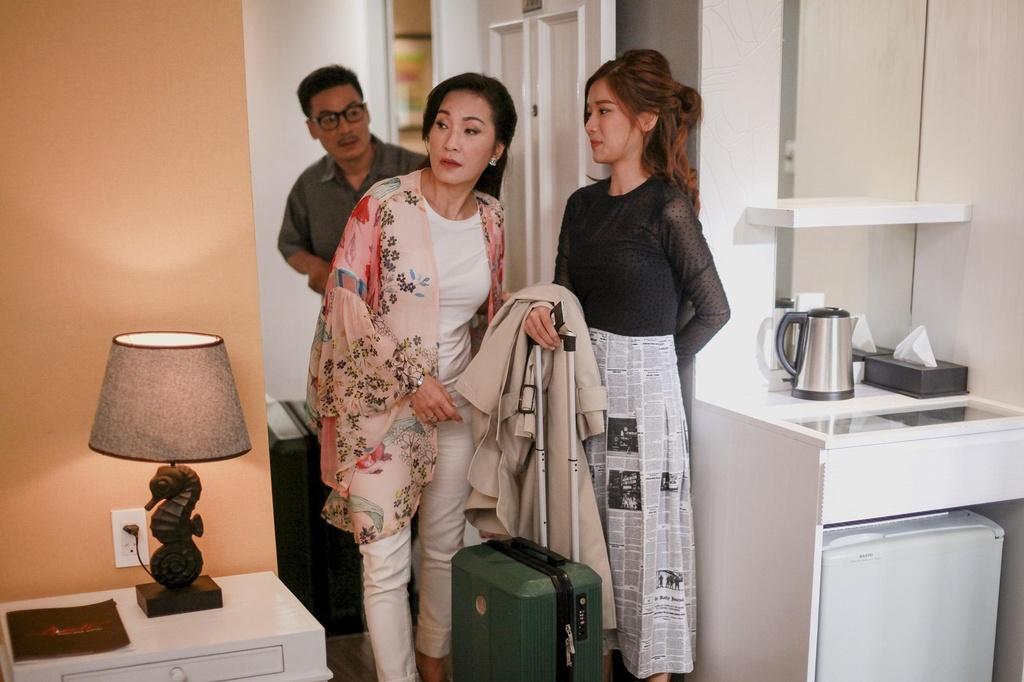 Hoang Yen Chibi tuyen bo co bau trong trailer 'Ngoi nha buom buom' hinh anh 3