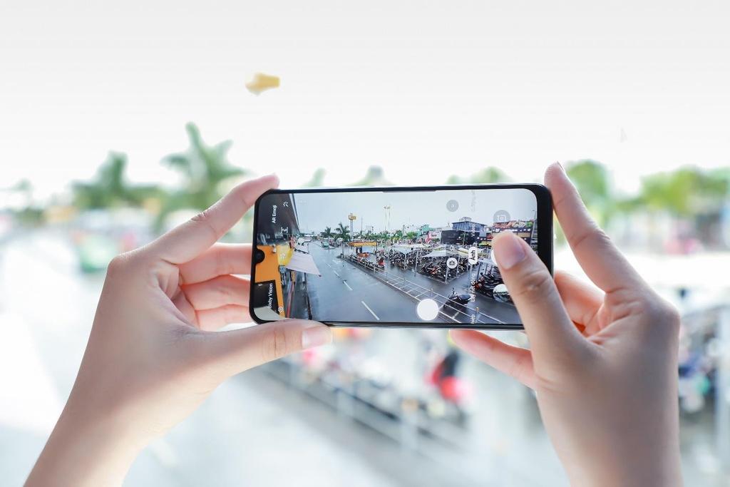 Galaxy A50s sac nhanh 10 phut co 10 gio nghe nhac, camera truoc 32 MP hinh anh 5