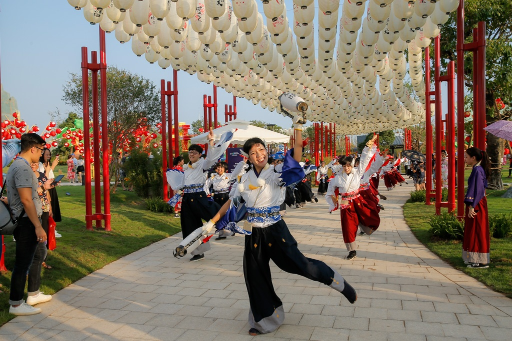 Toc Tien khoe dang tai le khai truong khu vuon mang van hoa Nhat Ban hinh anh 5