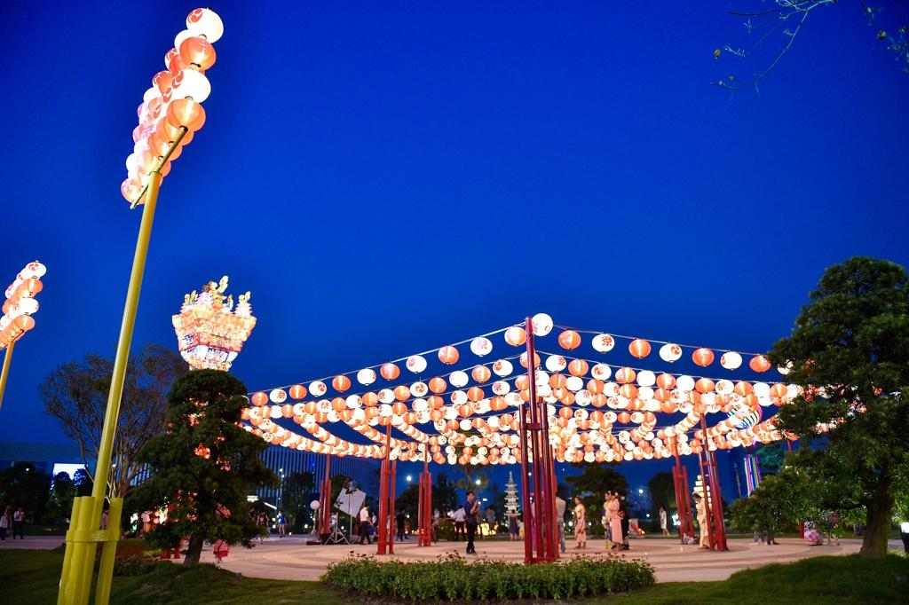Toc Tien khoe dang tai le khai truong khu vuon mang van hoa Nhat Ban hinh anh 8