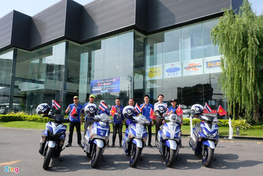 Doan xe tay ga Yamaha 'phuot' hon 1.000 km gap Valentino Rossi hinh anh 5