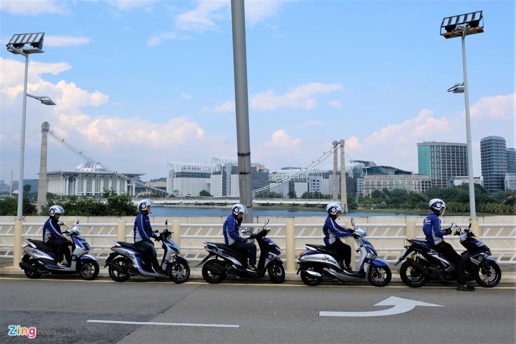 Doan xe Yamaha vuot mua lon, chinh phuc hon 500 km tai Malaysia hinh anh 1