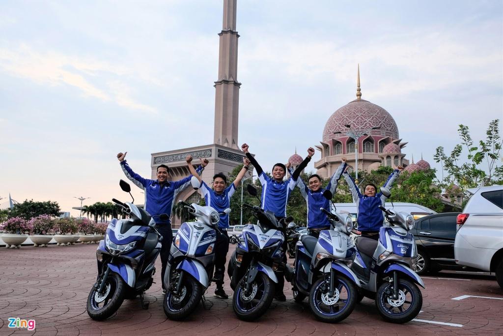Doan xe Yamaha vuot mua lon, chinh phuc hon 500 km tai Malaysia hinh anh 11