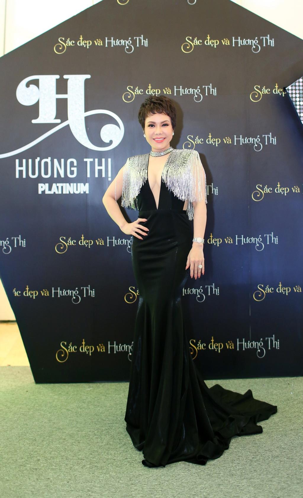 Ky Duyen dien dam sequin, Minh Tuyet rang ro den chuc mung Viet Huong hinh anh 1