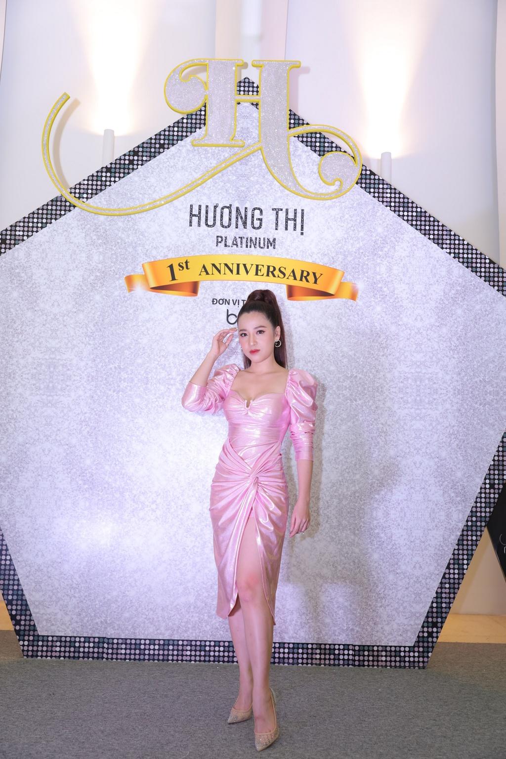 Ky Duyen dien dam sequin, Minh Tuyet rang ro den chuc mung Viet Huong hinh anh 10