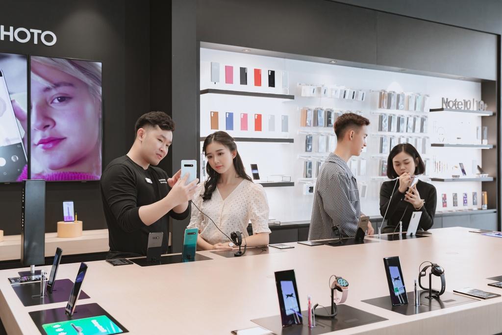 Den Samsung 68 va xem cong nghe se thay doi cuoc song the nao hinh anh 4
