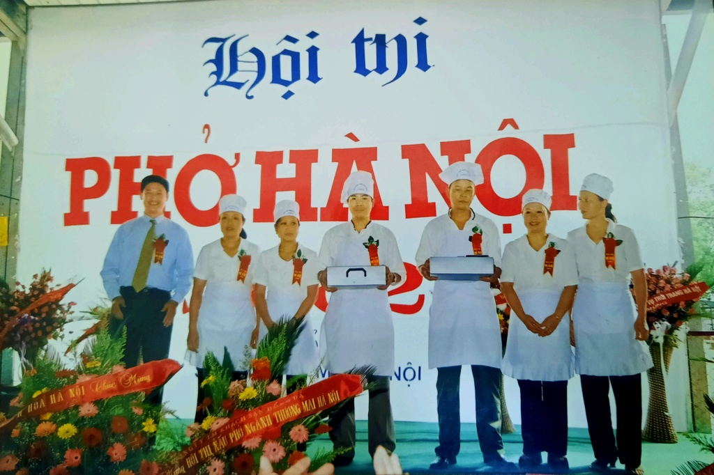 https://znews-photo.zadn.vn/w1024/Uploaded/wyhktpu/2021_01_11/Hoi_thi_Pho_Ha_Noi_1_.jpg