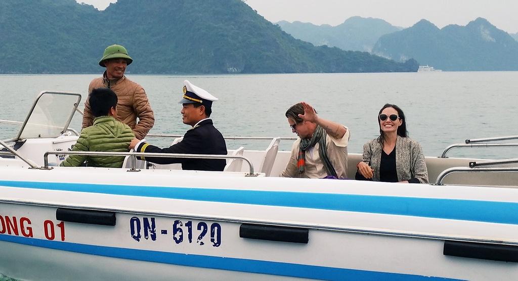 Angelina Jolie - Brad Pitt tham vinh Ha Long bang tau 5 sao hinh anh 2