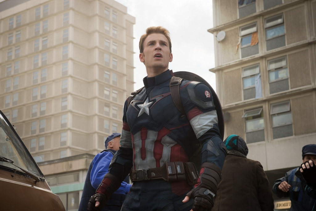 dien vien dong phim cho ca DC va Marvel anh 12