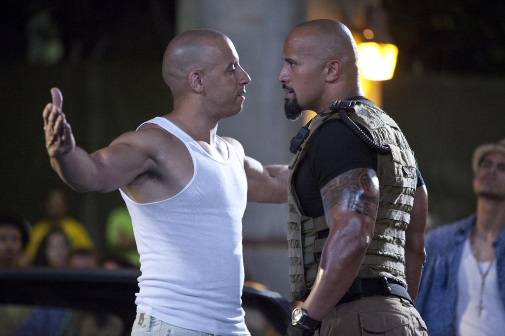 Cai va giua Vin Diesel va The Rock anh huong den 'Fast 8' nhu the nao? hinh anh 1