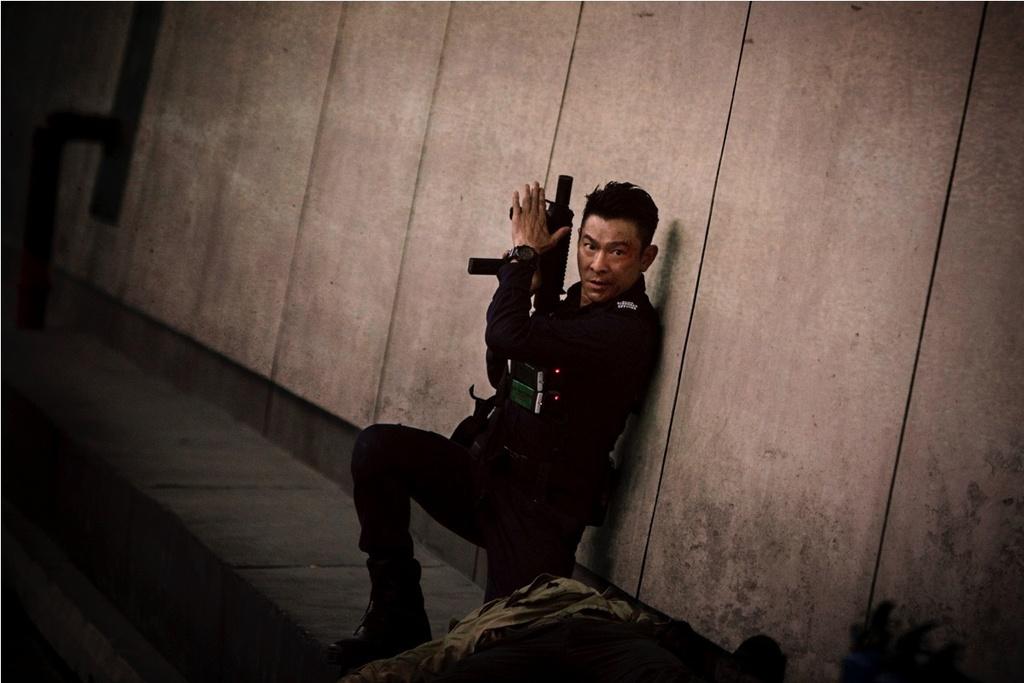 'Song du': Phim hanh dong 'dau voi duoi chuot' cua Luu Duc Hoa hinh anh 4
