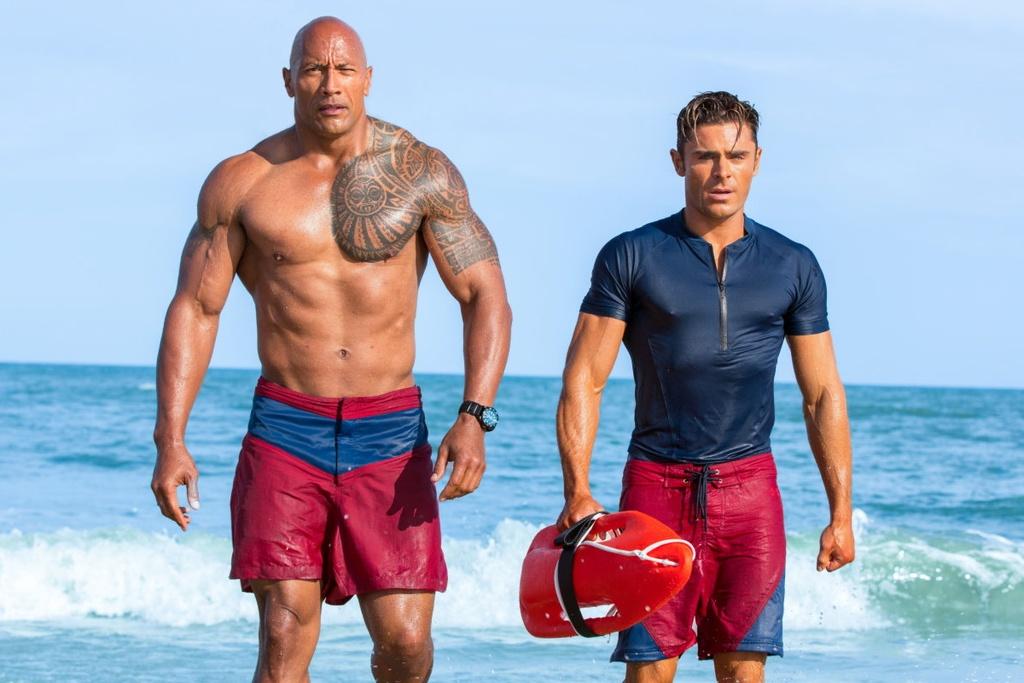 'Baywatch': Phim dam tinh trai cua The Rock va Zac Efron hinh anh 1