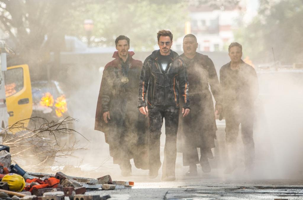 'Avengers: Cuoc chien Vo cuc': Khen ngoi ap dao che bai hinh anh 1