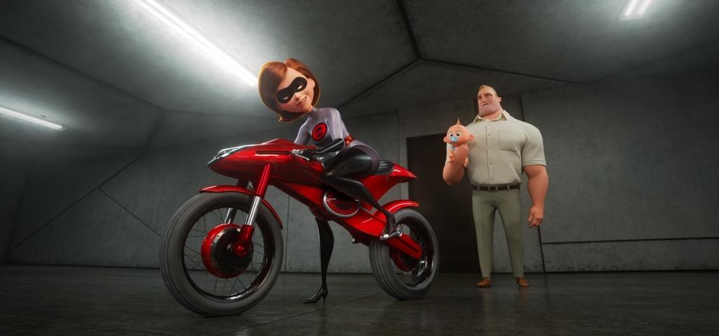 Mô-típ chung của The Incredibles 2 không quá mới mẻ so với phần trước.  Nhưng Brad Bird vẫn có thể đem tới một vài thay đổi đáng giá.