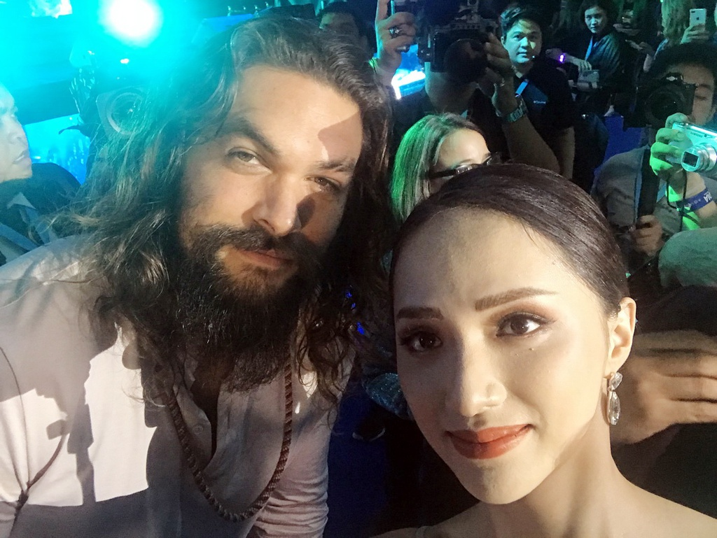 Amber Heard dien vay xuyen thau khi ra mat 'Aquaman' tai Philippines hinh anh 12