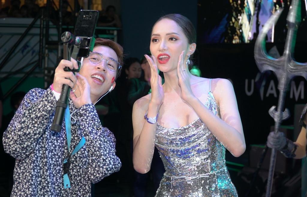 Amber Heard dien vay xuyen thau khi ra mat 'Aquaman' tai Philippines hinh anh 11