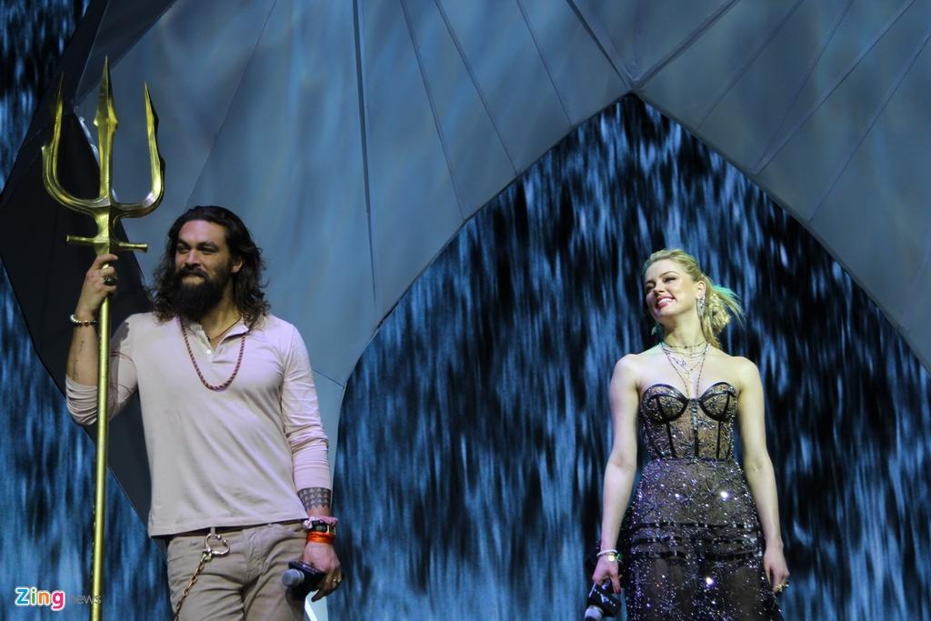 Amber Heard dien vay xuyen thau khi ra mat 'Aquaman' tai Philippines hinh anh 1