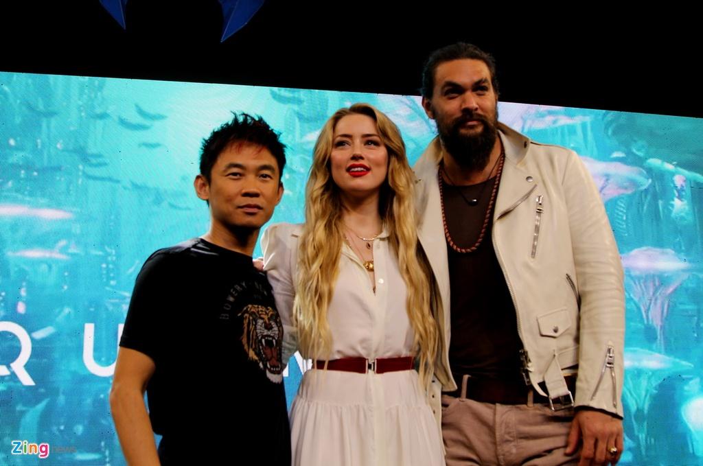 Amber Heard dien vay xuyen thau khi ra mat 'Aquaman' tai Philippines hinh anh 6