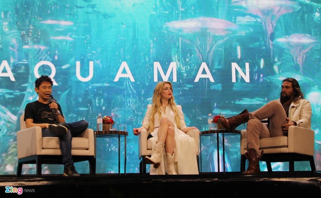 Amber Heard dien vay xuyen thau khi ra mat 'Aquaman' tai Philippines hinh anh 7