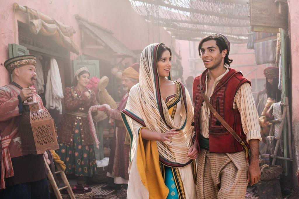 'Aladdin' - xua tan noi nghi ngo bang su mau nhiem va hoanh trang hinh anh 2