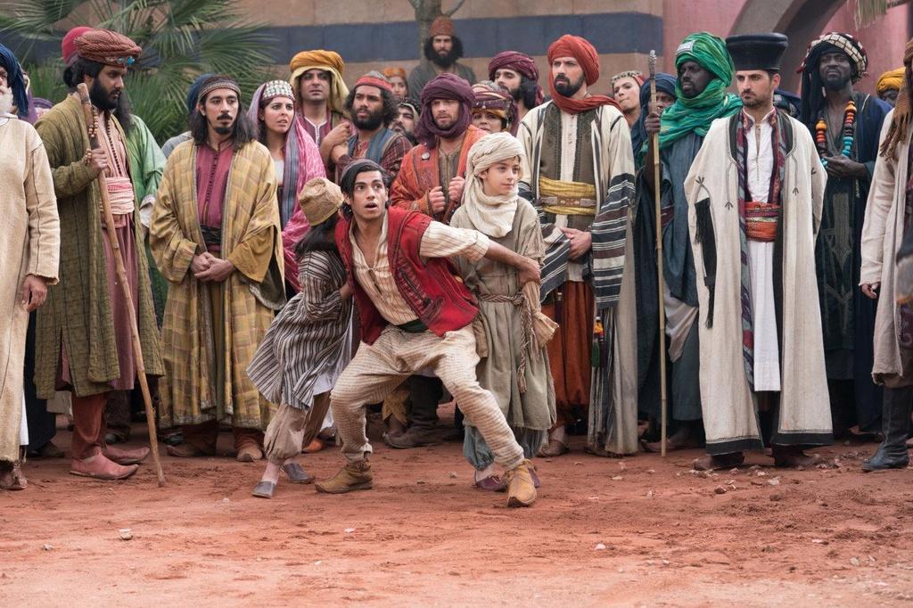 'Aladdin' - xua tan noi nghi ngo bang su mau nhiem va hoanh trang hinh anh 3