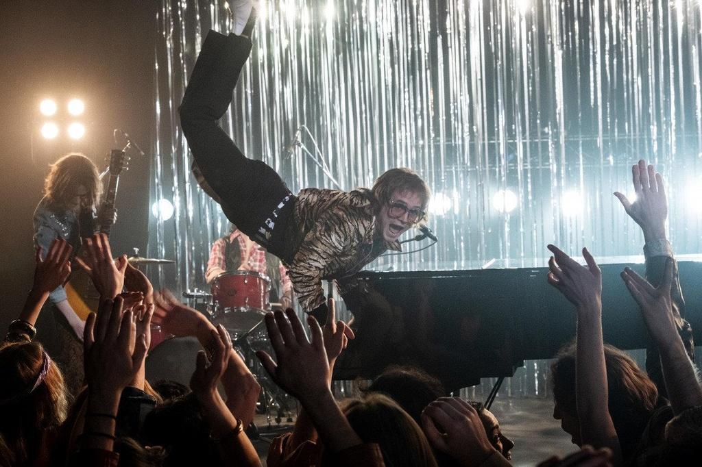 Kham pha Elton John da cam va khao khat tinh yeu trong 'Rocketman' hinh anh 3
