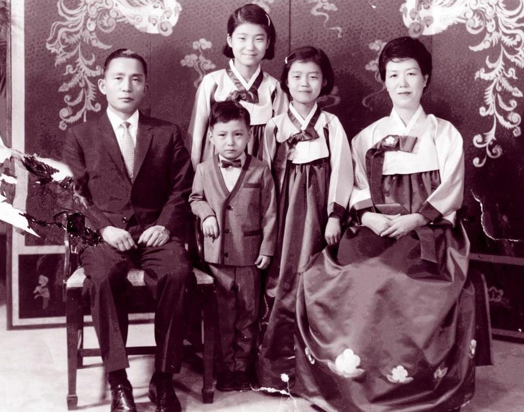 'Ky sinh trung' con la cau chuyen an uc ve Tong thong Park Chung-hee? hinh anh 4