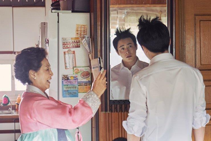 'Loi thoat tren khong' cua Yoona - kich tinh, hai huoc va cam dong hinh anh 2