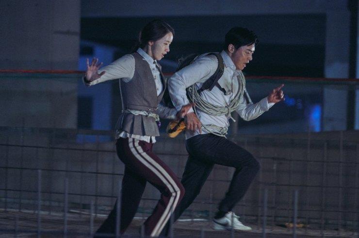 'Loi thoat tren khong' cua Yoona - kich tinh, hai huoc va cam dong hinh anh 3