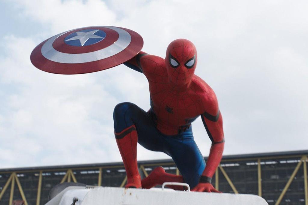 Roi Marvel, Spider-Man de lai day cam xuc o cac bom tan anh hung hinh anh 1