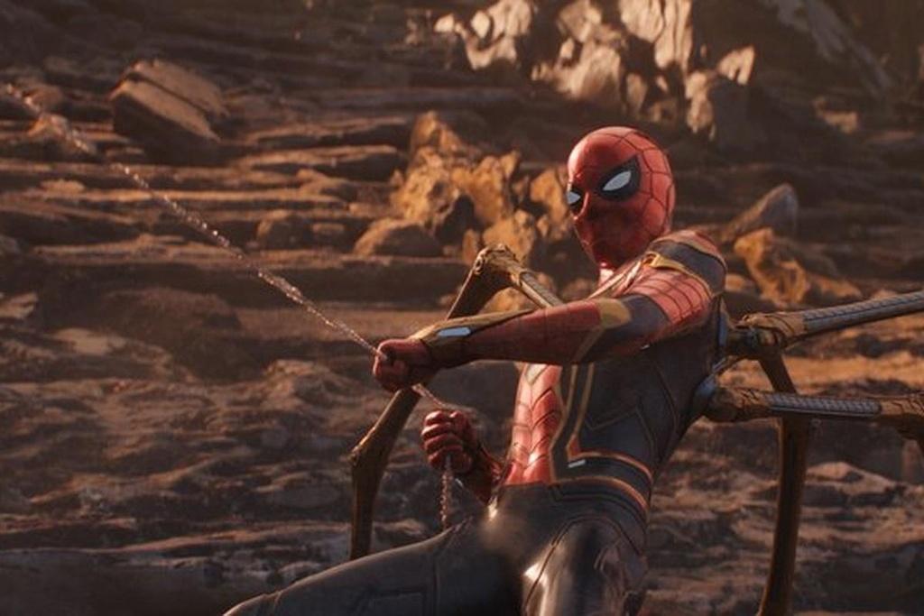 Roi Marvel, Spider-Man de lai day cam xuc o cac bom tan anh hung hinh anh 4