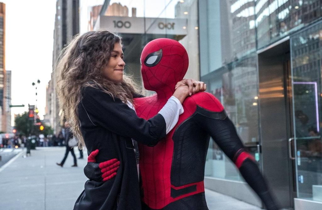 Roi Marvel, Spider-Man de lai day cam xuc o cac bom tan anh hung hinh anh 7
