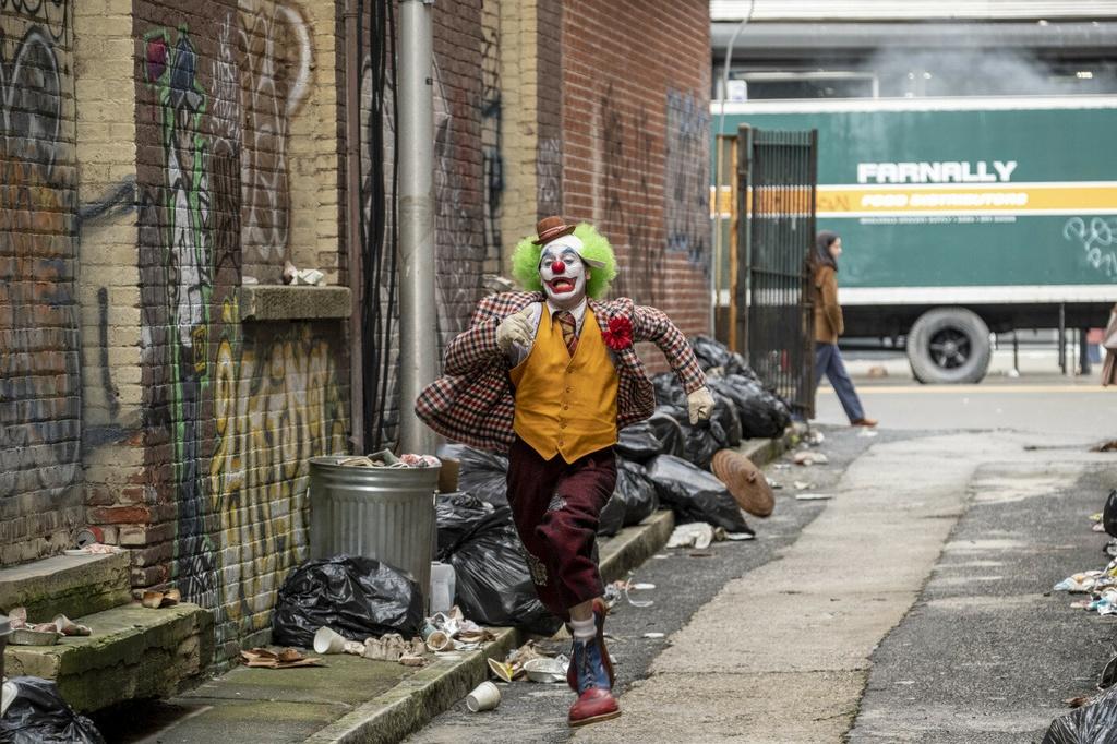 'Joker' - cau chuyen den toi ve ga he dien o thanh pho Gotham hinh anh 4