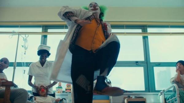 Nhung chi tiet thu vi an giau trong bo phim 'Joker' hinh anh 4