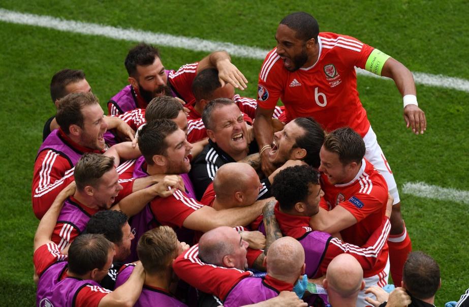 Bale toa sang giup xu Wales gianh chien thang lich su hinh anh 4