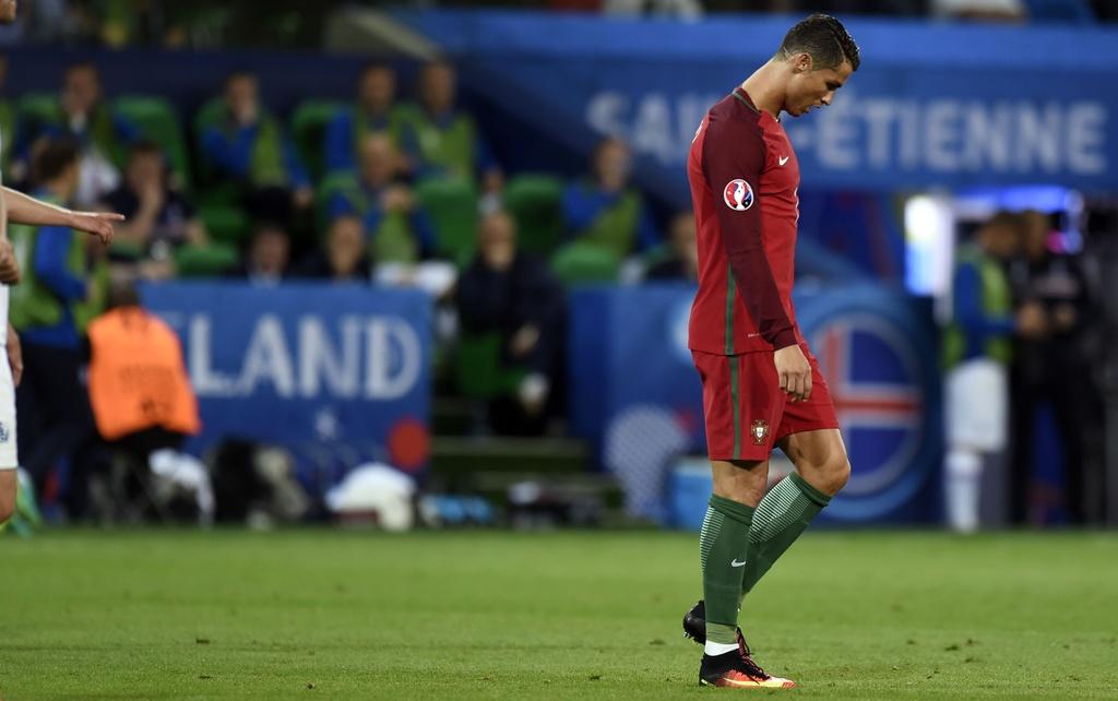 Ronaldo bat luc nhin Iceland an mung nhu vo dich Euro hinh anh 6