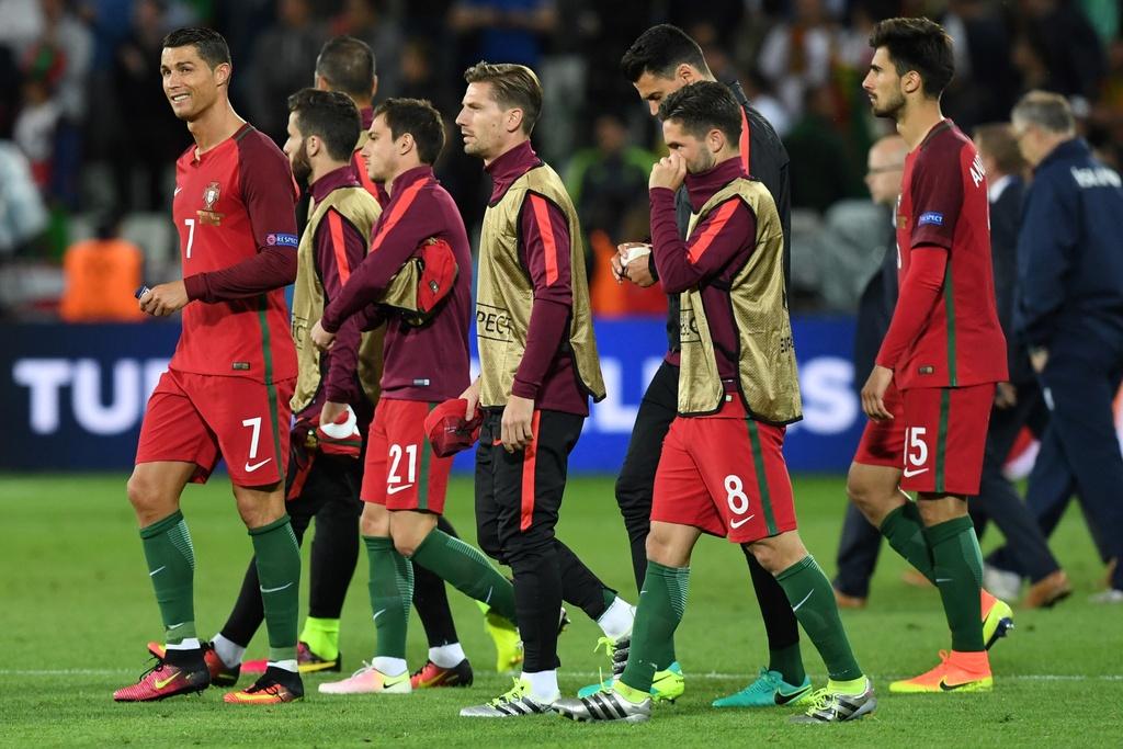 Ronaldo bat luc nhin Iceland an mung nhu vo dich Euro hinh anh 7
